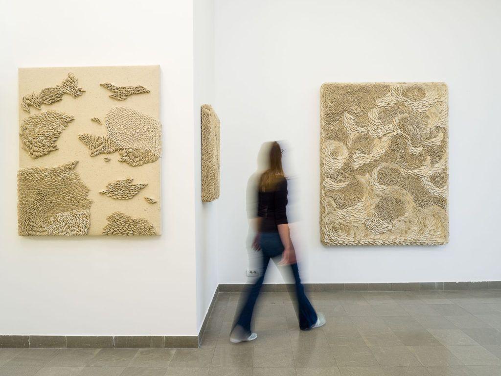 Fotografije slikarskih radove Ane Vrtacnik u galeriji